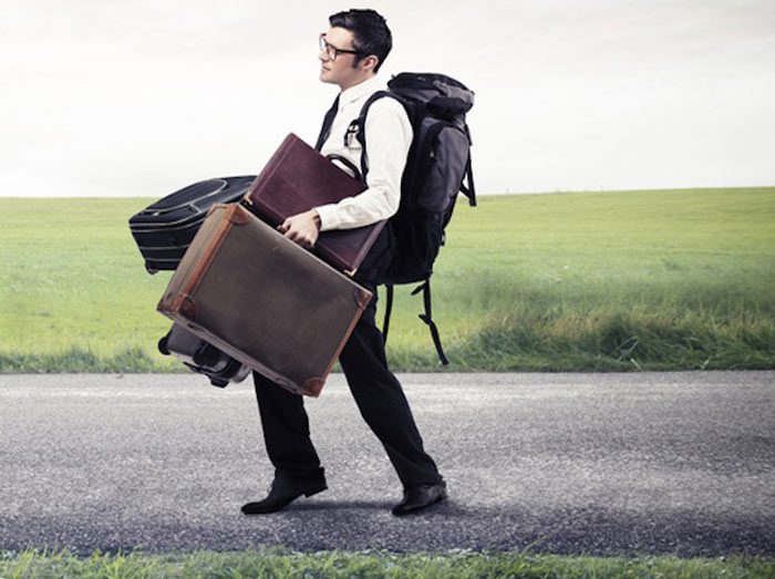 بلند کردن و حمل چمدان